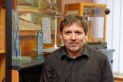 František Simančík je materiálový inžinier na Ústave materiálov a mechaniky strojov Slovenskej akadémie vied.