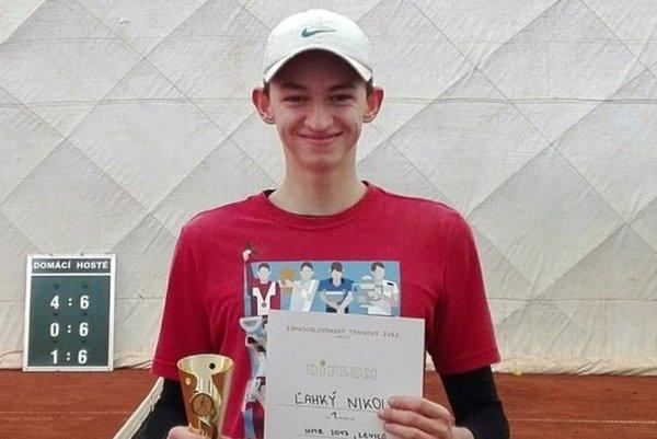Nikolas Ľahký sa stal halovým majstrom západoslovenského regiónu v tenise.