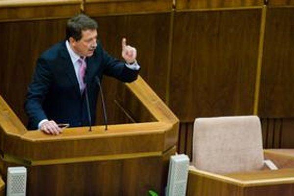 Paška pri mimoriadnom vystúpení o kupčení s hlasmi poslancov hovoril aj o zodpovednosti prezidentskej kandidátky Ivety Radičovej.