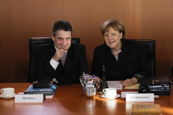 Nemecká kancelárka Angela Merkelová a vicekancelár a nemecký minister zahraničných vecí Sigmar Gabriel.