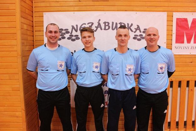 Rozhodcovia podali zodpovedné výkony. Zľava: Martin Tapfer, Maroš Barboriak ml., Jaroslav Osvald, Maroš Barboriak st.