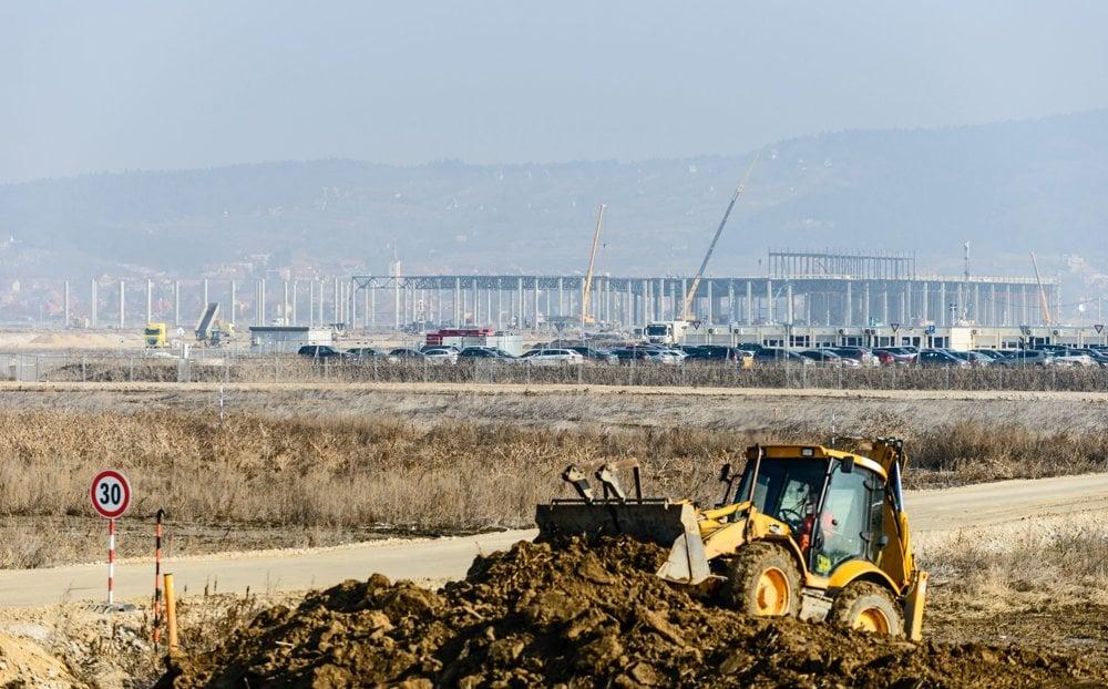 Na snímke výstavba závodu Jaguar Land Rover v strategickom parku v Nitrianskom kraji.