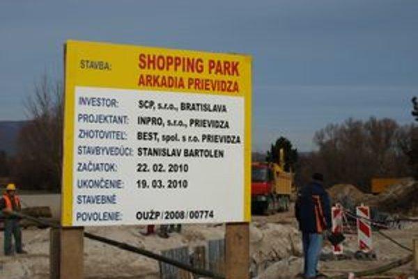 Termíny na tabuli sa nevzťahujú na výstavbu celého nákupného centra.