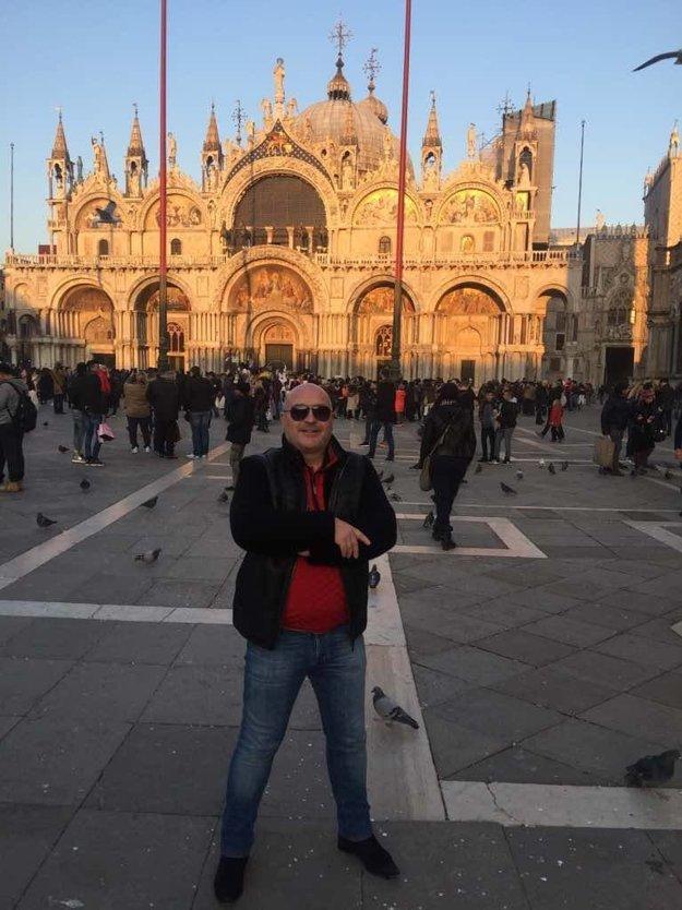 Romantik. Michal David si tento týždeň odskočil na juh. S manželkou Marcelou oslávili Valentína v Benátkach.