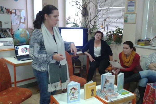 Jana Necpalová na besede v krajskej knižnici.