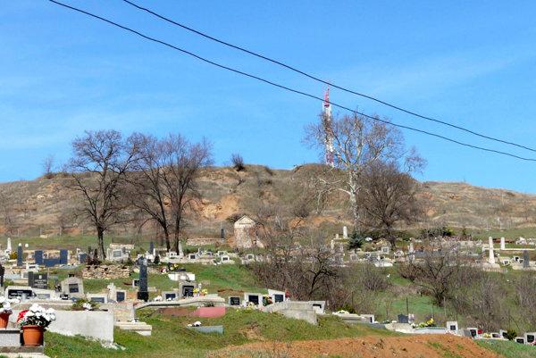 Oblasť Hradoviska pri Jelšave. Pri Jelšave podľa odborníkov môžu vznikať ďalšie zosuvy.