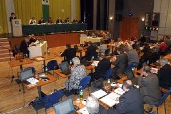 So závermi kontroly sa oboznámili aj poslanci mestského zastupiteľstva.