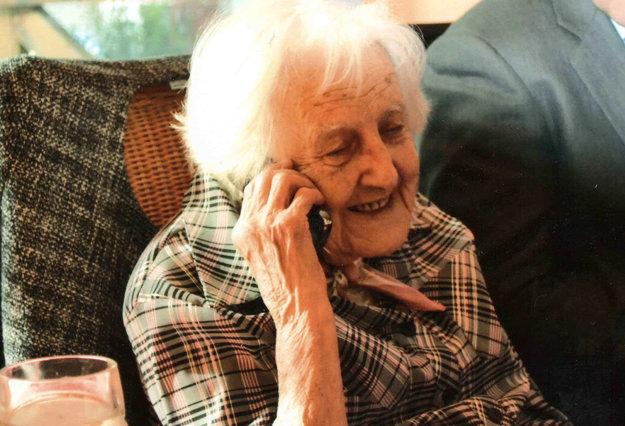 Pani Etka rada telefonuje (2012).