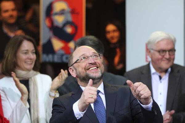 Schulz vedie kampaň proti Merkelovej.