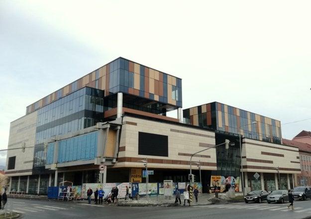 Xawax centrum. Reprezentatívna budova v centre Bardejovsa sa už niekoľko rokov dokončuje.