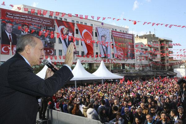 Erdogan so svojimi priaznivcami.