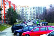 Najväčšie problémy s parkovaním sú podľa mesta na Klokočine.