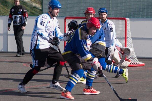 Hráčom Pruského (v modrom) stačil na tri body v Nitre jediný gól.