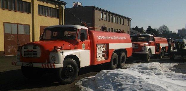 Stará cisterna CAS 32 Tatra 148 si dáva prestávku vpomáhaní pri požiaroch.
