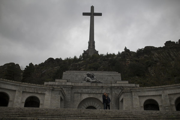 Francova hrobka v Údolí padlých.