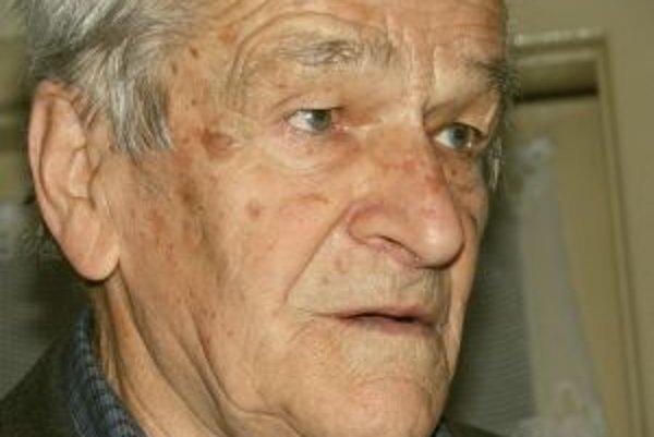 Narodil sa v roku 1920. Pracoval ako učiteľ, v Krivanoch (obec, v ktorej dodnes žije) založil mičurinskú stanicu. V roku 1968 zakladá jednu z najznámejších folklórnych skupín tej doby u nás. Nacvičil s ňou aj desiatky folklórnych scénok a pásiem. STV na j
