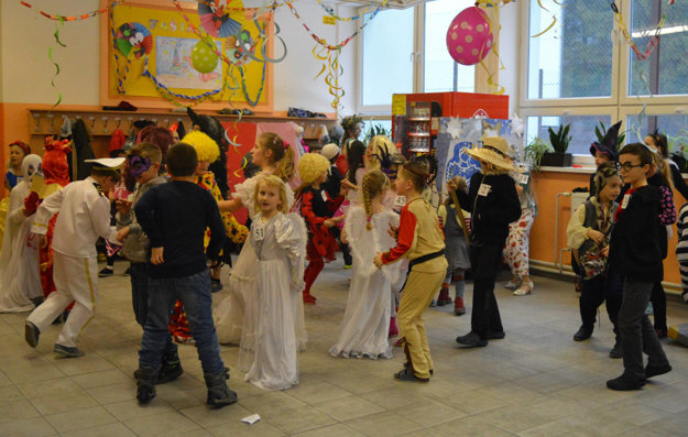 Deti sa zabávali na karnevale.