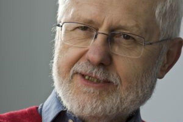Narodil sa v roku 1940 v Bratislave. Vyštudoval dramaturgiu na VŠMU (1957 – 1962), neskôr si robil doktorát na parížskej Sorbone (1968 – 1972, témou boli dejiny sovietskej politiky, nedokončil ho však). V rokoch 1963 až 1968 pracoval v Slovenskej akadémii