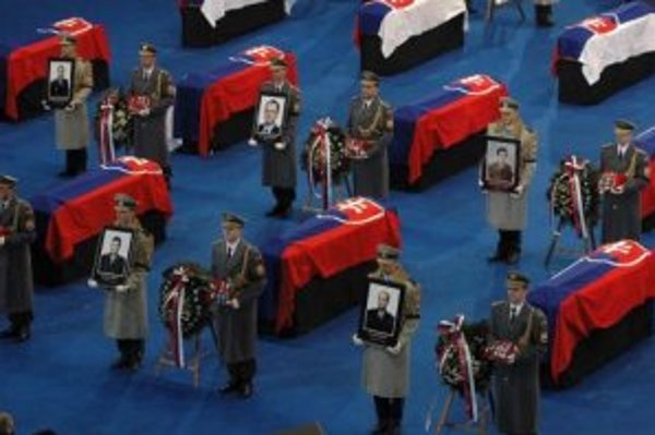 Smútočná rozlúčka so 42 obeťami havárie slovenského vojenského lietadla AN-24, ktoré sa zrútilo 19. januára v severovýchodnom Maďarsku. Prešov 26.1.2006.