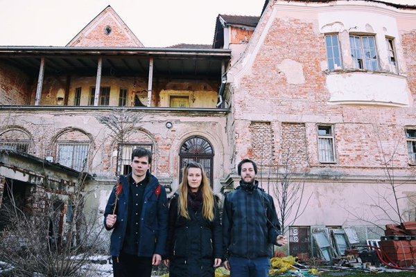 Organizátori Projektu Ruiny. Zľava David, Alexandra a Štefan.