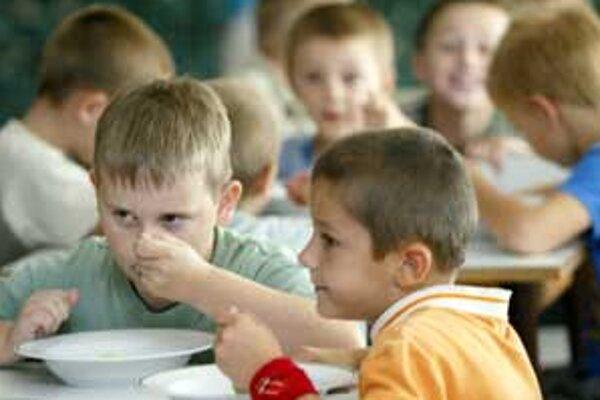 Dotáciu na stravu poskytuje úrad práce viac ako päťsto deťom.