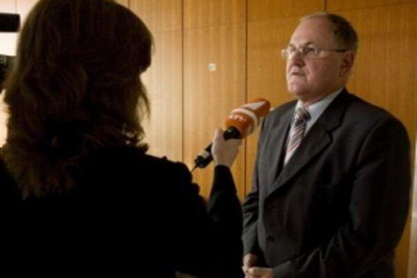 Podpredseda vlády pre vedomostnú spoločnosť, európske záležitosti, ľudské práva a menšiny Dušan Čaplovič.