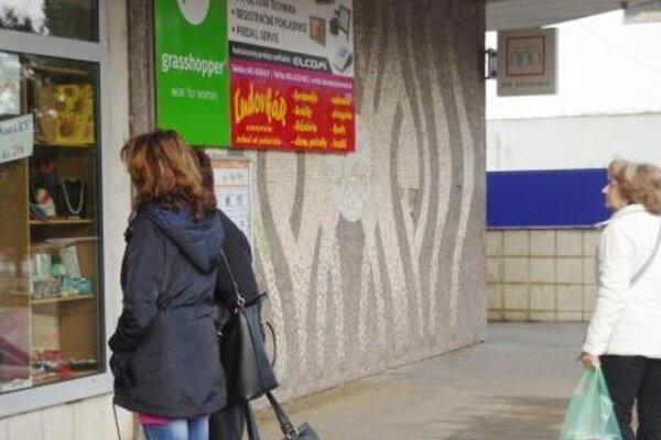 Medzi pamiatkami je aj mozaika na OD Banco.