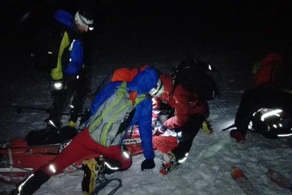 Nočná záchranná akcia pod Ostrým štítom.