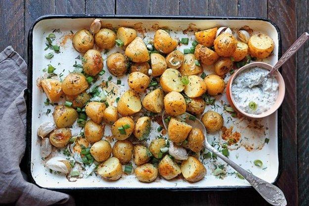 Pečené zemiaky s bylinkami a cesnakom