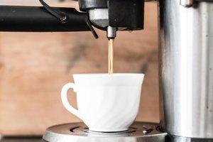 4. Zásobník v kávovare. Na 10 štvorcových centimetrov pripadá v priemere 50 585 mikroorganizmov.