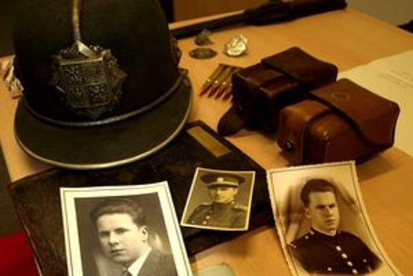 Výzbroj a výstroj policajtov sa kedysi od dnešných značne líšili.