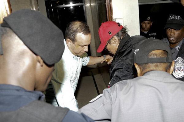 Súdne orgány povolili 83-ročnému Noriegovi zostať do 28. apríla v domácom väzení.