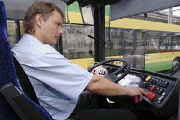 V diaľkových autobusoch budú cestujúci po zavedení mýta platiť viac.