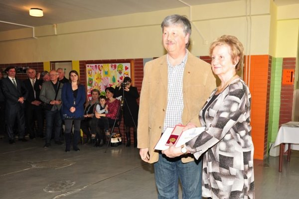 Lazišťanova dcéra M. Drimalová si prevzala otcove ocenenie in memoriam.