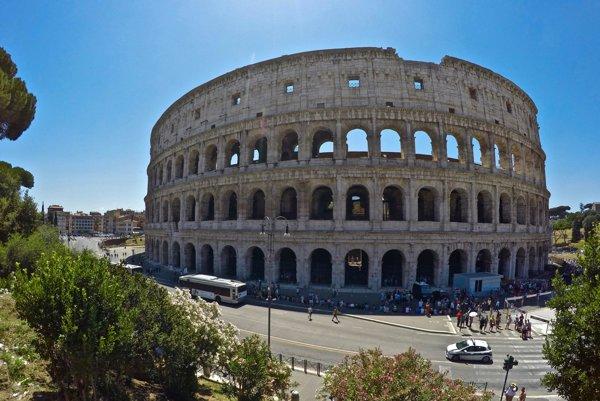 Na snímke exteriér Kolosea.