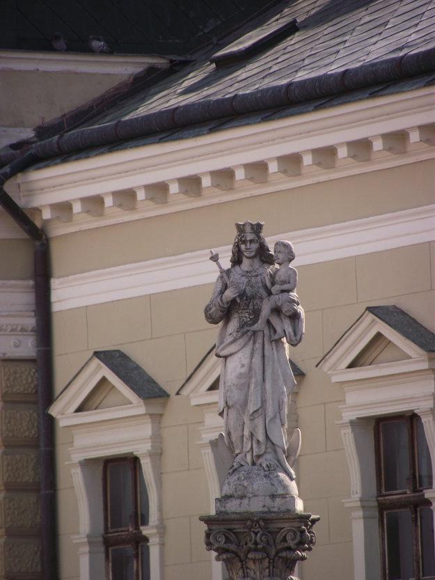 Madona s dieťaťom na stĺpe.