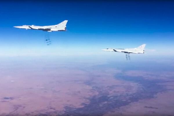 Ruské bombardéry pri nálete na pozície Islamského štátu.