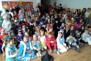 Karneval pre žiakov prvého stupňa pripravil ôsmaci.