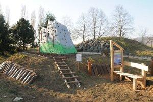 Školskému lesoparku dominujú Tatry.
