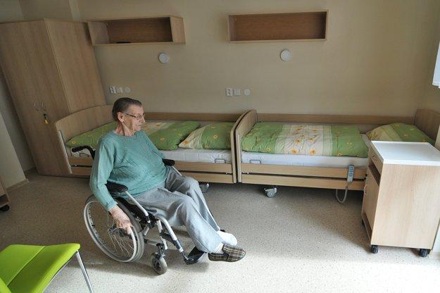 Zrekonštruovaná jedna z izieb v zariadení pre seniorov.