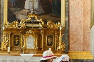 Návštevníci Dňa otvorených dverí v Prezidentskom paláci pri príležitosti 1. výročia inaugurácie prezidenta Andreja Kisku.