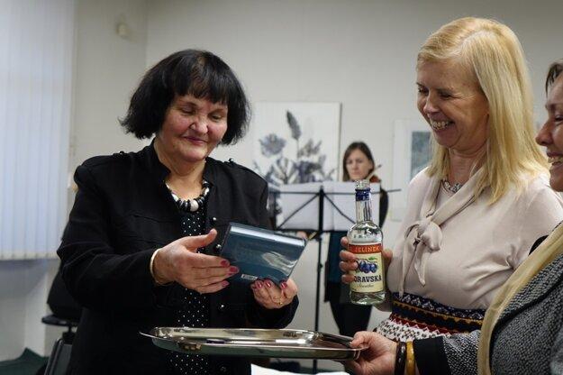 Hana Košková (vľavo) a Iveta Zaťovičová na krste knihy Kľukatenie.