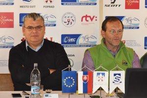 Generálny sekretár UEC Enrico Della Casa (vľavo) a riaditeľ pretekov Ivan Zima počas tlačovej konferencie k majstrovstvám Európy v horskej cyklistike v Liptovskej Tepličke.