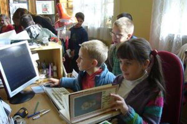 Aj v knižnici sa dostali deti na miesta, ktoré sú im počas roka neprístupné.