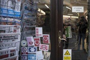 O francúzsky satirický týždenník bol tento týždeň veľký záujem aj v Bratislave.