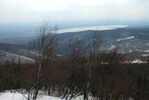 Prvé pohľady spod vrcholu na Šíravu.