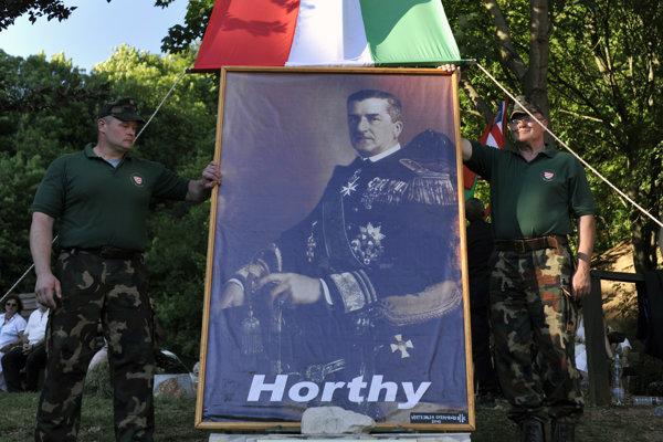 Miklós Horthy má v Maďarsku dodnes prívržencov. Na snímke členovia Maďarskej gardy.