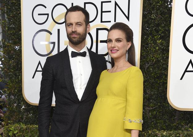 S manželom Benjaminom Millepiedom na odovzdávaní Zlatých glóbusov 2017.