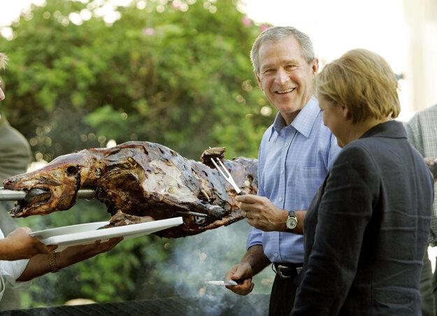 Americký prezident George W. Bush (vľavo) na návšteve Nemecka s kancelárkou Merkelovou v roku 2006.