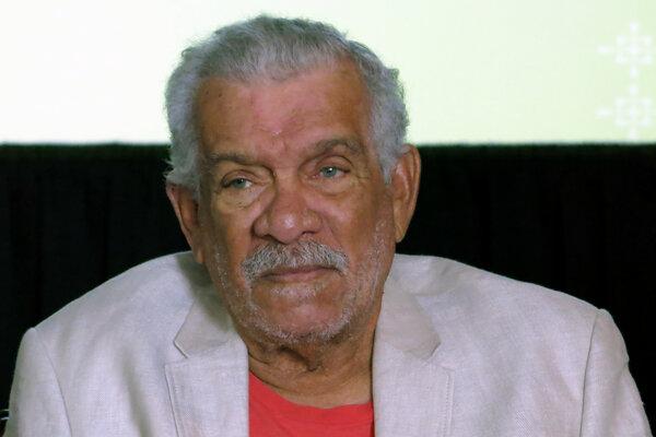 Básnik a dramatik Derek Walcott.